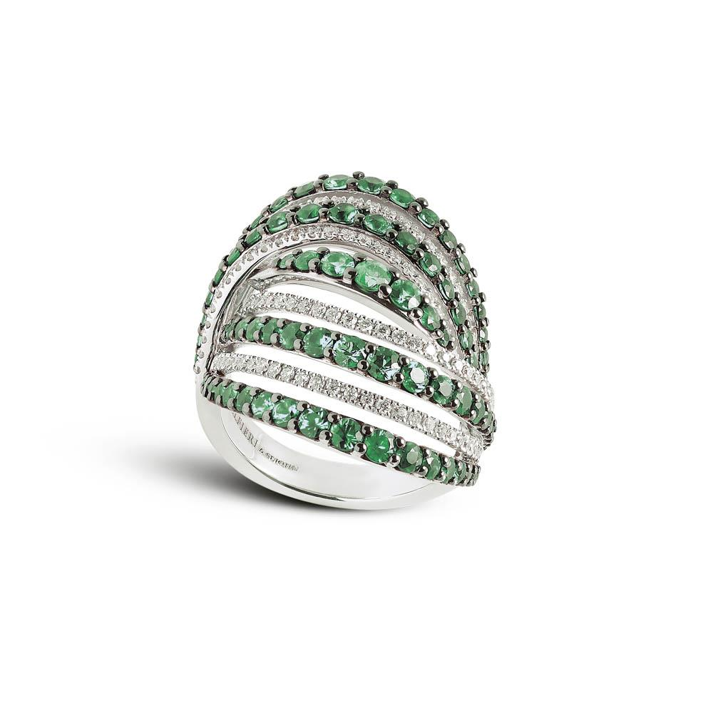 White gold ring with 0.53 ct diamonds and 3.08 ct emeralds