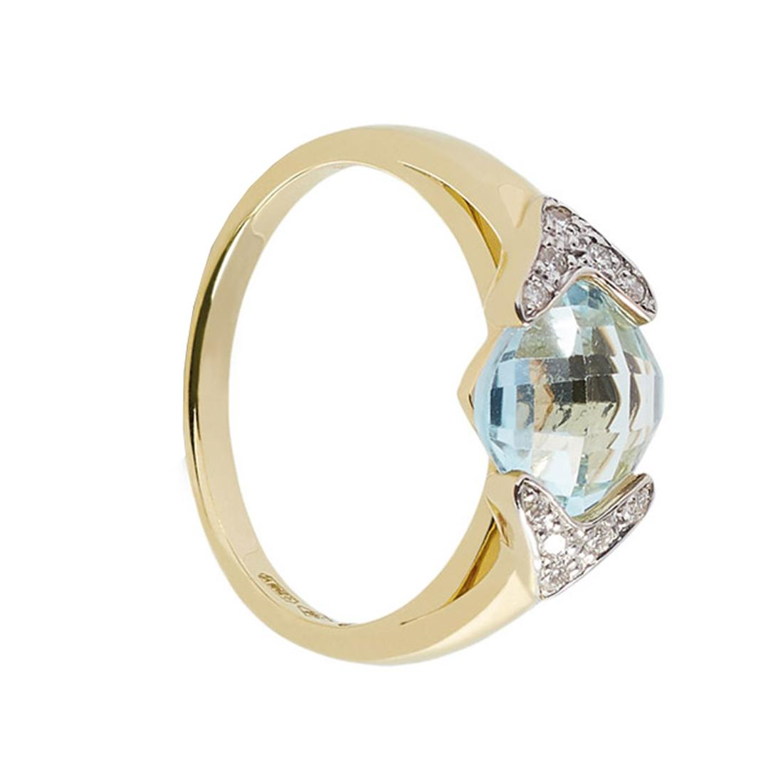 Anillo en oro amarillo con topacio sky corte cuadrado briolette ct 3,00 y diamantes ct 0,09.  Disponible en oro blanco.