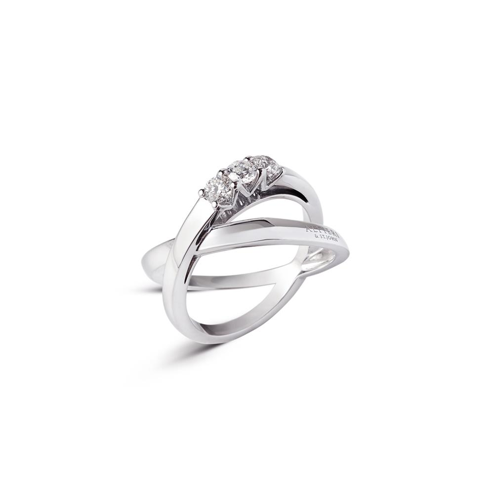 Anillo fasce entrelazado en oro blanco con 3 diamantes ct 0,42 Disponible en varios quilates.