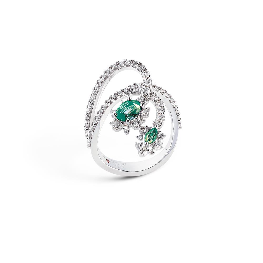 18 kt white gold ring with 0,98 ct navette cut precious stones and 0,95 ct diamonds