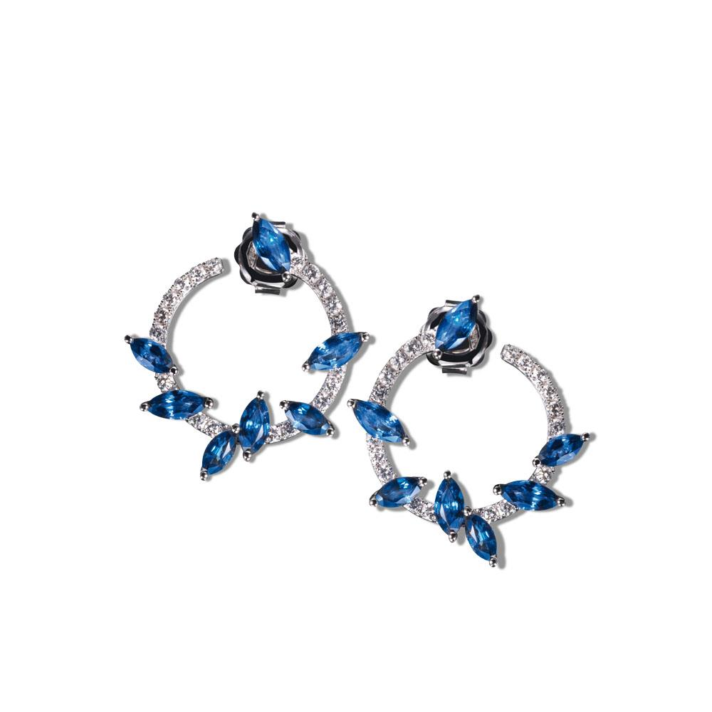 18 kt white gold earrings with 3,47 ct navette cut sapphires and 0,59 ct diamonds