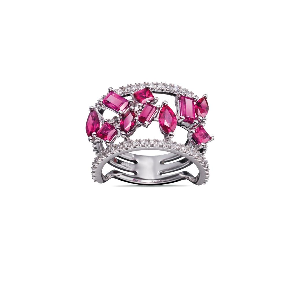 18 kt white gold ring with 2,85 ct mixed cut rubies and 0,47 ct diamonds