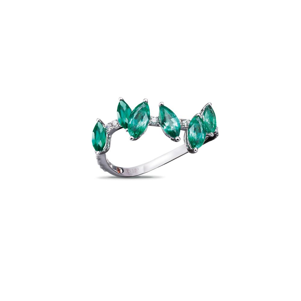 18 kt white gold ring with 1,17 ct navette-cut emeralds and 0,18 ct diamonds