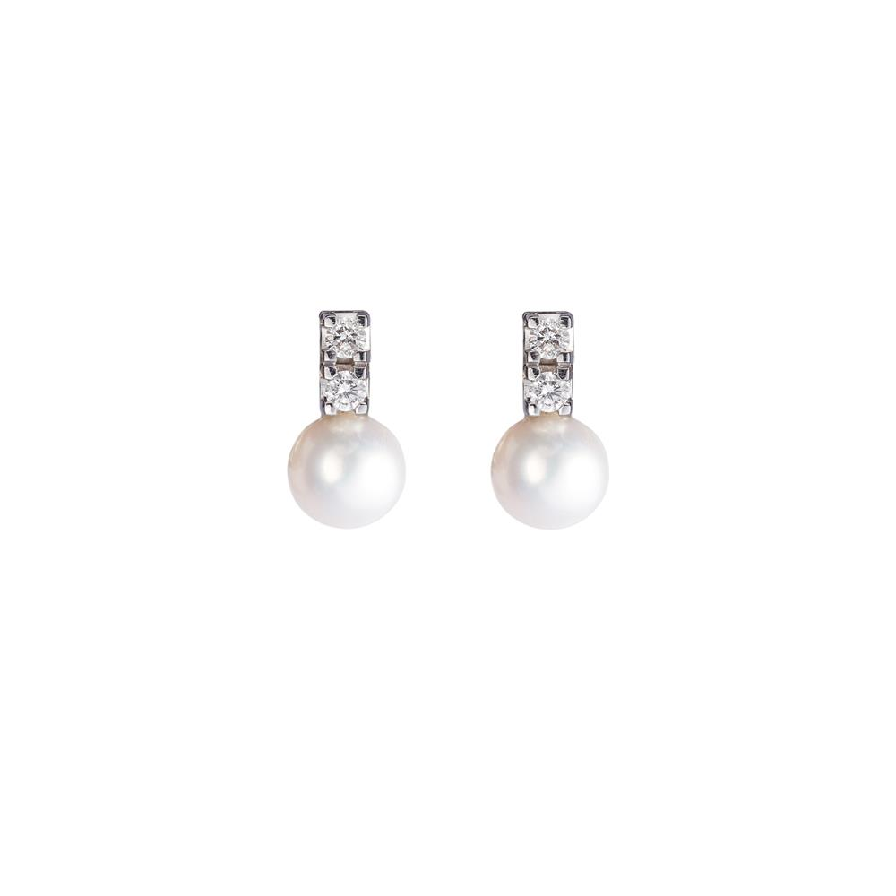 18 kt white gold earrings with freshwater pearls (7,5 - 8 mm diameter) and 0,20 ct diamonds. 