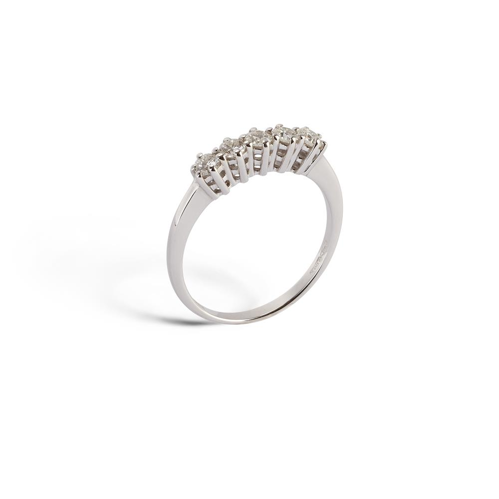 6 classic griffes ring in 18 kt. white gold with five 0.40 ct diamonds  Available in different weighing in carats