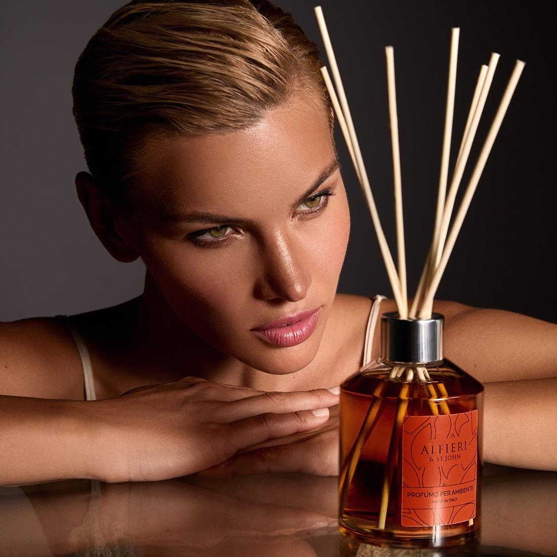 The perfect gift for any occasion. The fragrance of the Alfieri & St John diffuser is composed of tarot orange, california orange, blood orange and blond orange essential oil.