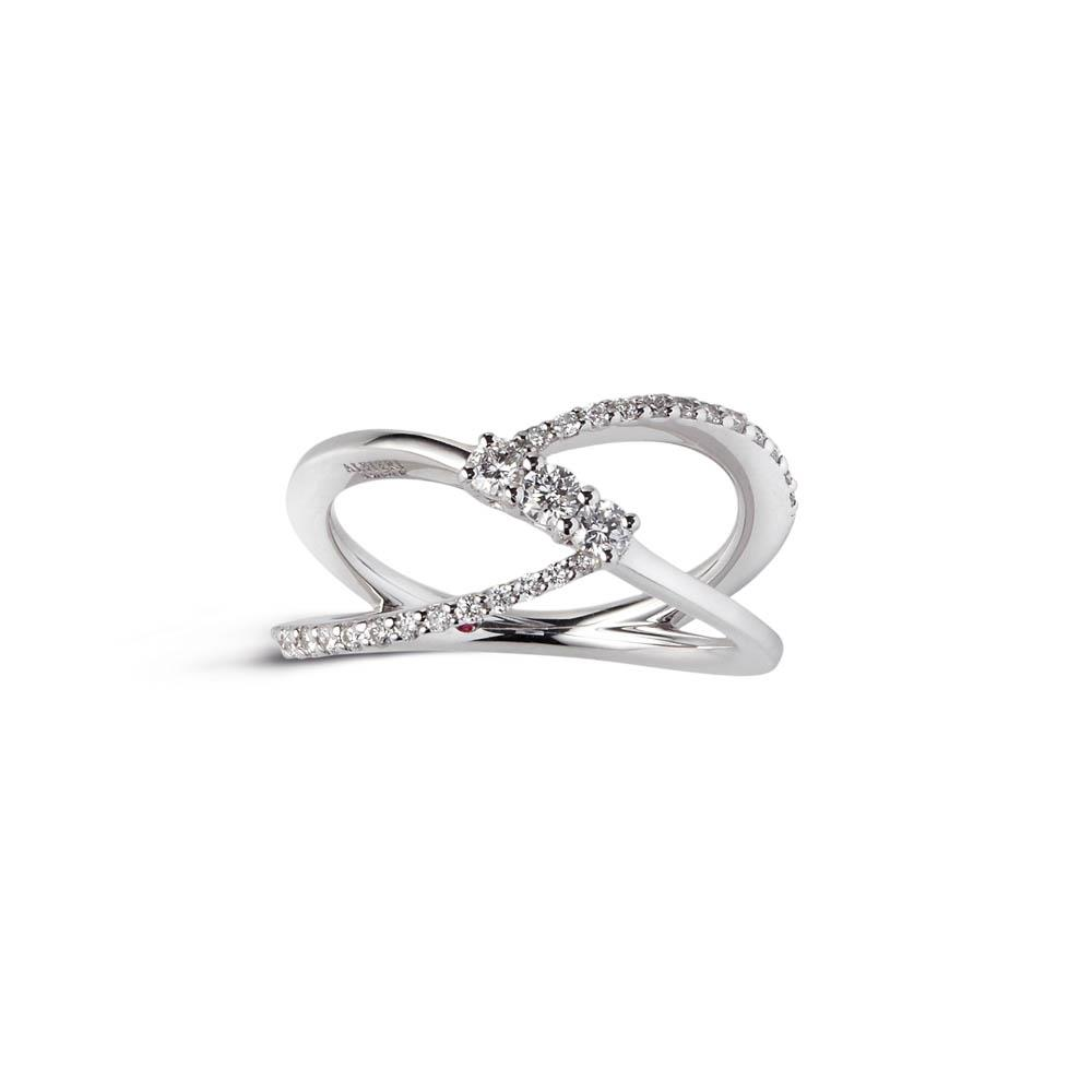 Alfieri & St John ring 1937 collection in white gold with diamonds ct 0.41, color G, purity SI. Measure 14